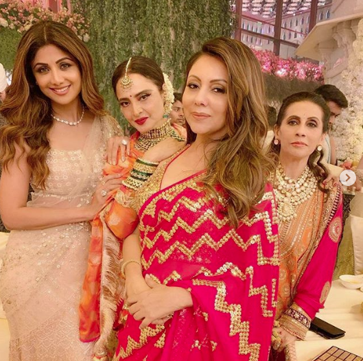 Shilpa Shetty,Gauri Khan, Sunita Kapoor and Rekha at Isha Ambani and Anand Piramal's wedding
