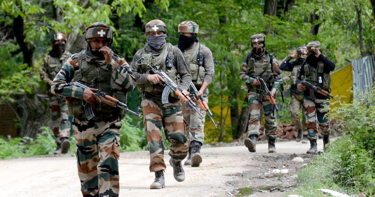 Terrorists fired upon a CRPF patrolling party in Sopore, Jammu & Kashmir Jammu Kashmir sopore ma CRPF na petroling dal par atanki humlo suraksha dal e firing spot ne corden karyo