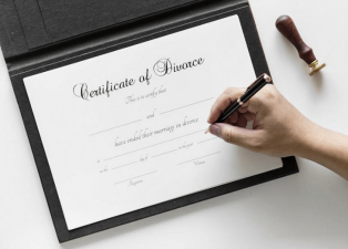 woman makes fake divorce certificate