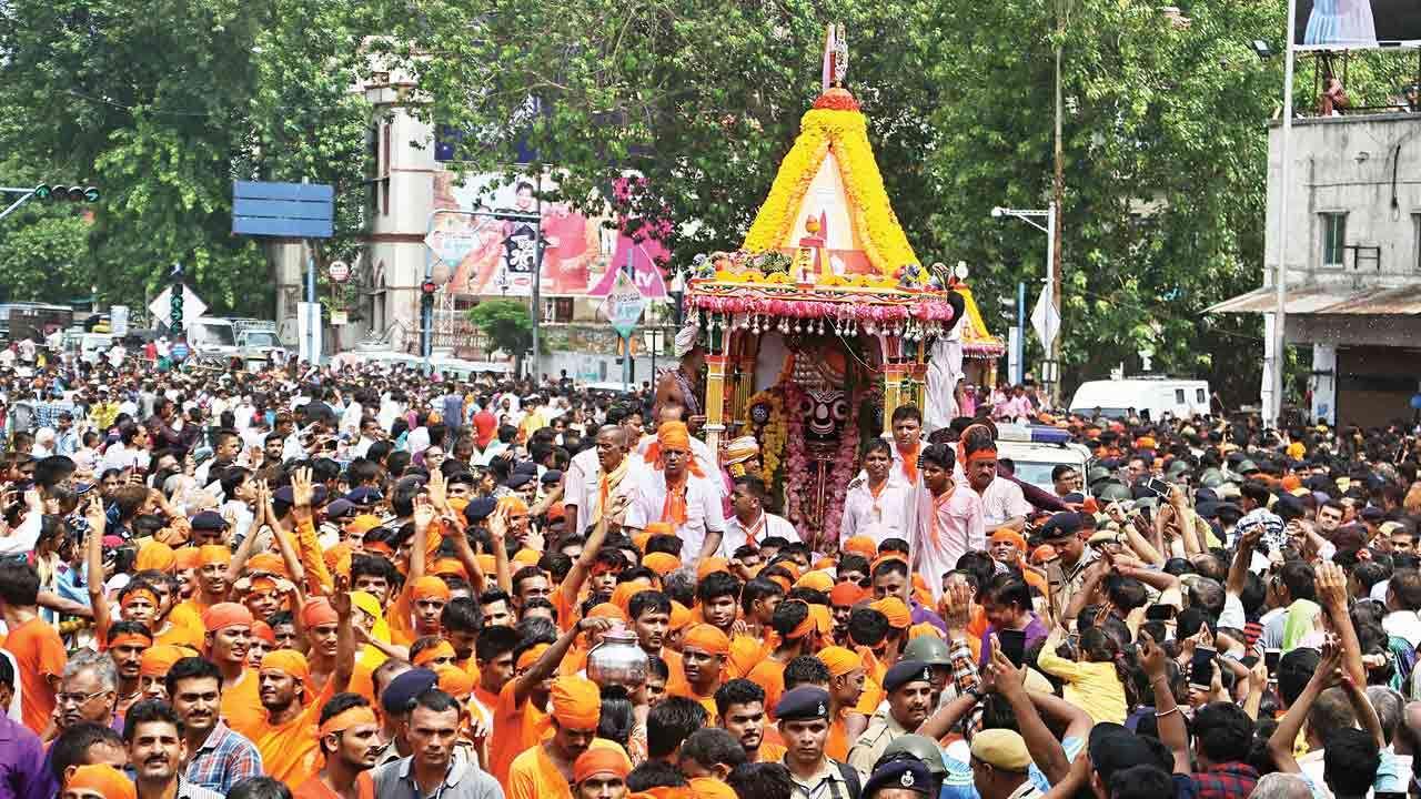 Ahmedabad ma 143 mi rathayatra nikdashe nahi Mandir ma bhakto social distance sathe darshan kari shakse