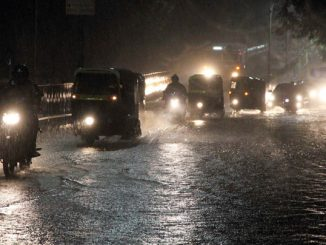 Gujarat: Unseasonal rain lashes parts of Ahmedabad