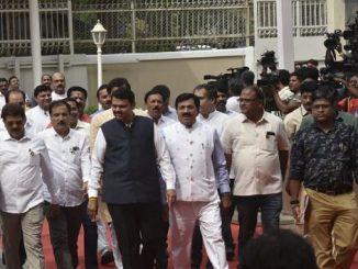 Opposition MLAs walkout of Maharashtra Assembly in protest, ahead of floor test maharashtra vidhansabha ma floor test gurh matthi BJP e walkout karyu