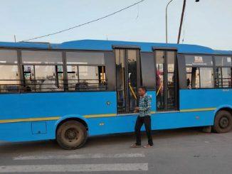 Corporator Dinesh Kachhdiya alleges ticketing money fraud by City bus conductor, Surat paisa aapo ticket nahi made musafaro pase thi conductor paisa ni katki karta hova no aakshep