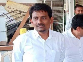 BJP leader Alpesh Thakor flouts social distancing norms while meeting party workers in Banaskantha BJP Neta alpesh thakor ni gerjavbdari social distancing na udavya dhajagra