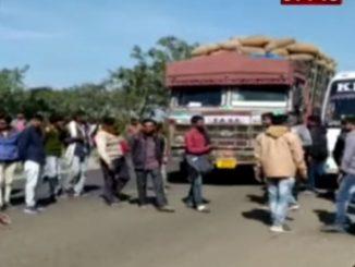 Govt stopped groundnut procurement, farmers blocked Junagadh-Somnath highway