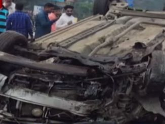 Crash between Car and Truck leaves 4 injured , Surat