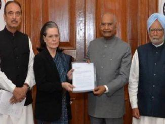Soniga Gandhi-led Congress delegation meets President Kovind over Delhi violence delhi hinsa ne lai ne garmayu rajkaran sonia gandhi sahit congress na pratinidhi mandal e President ne aavedanpatra pathvyu