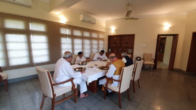 odisha-chief-minister-naveen-patnaik-hosted-lunch-for