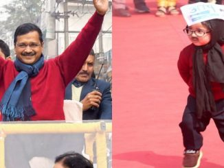 kejriwal-wins-heart-with-his-red-colour-sweaters-in-oath-ceremony-