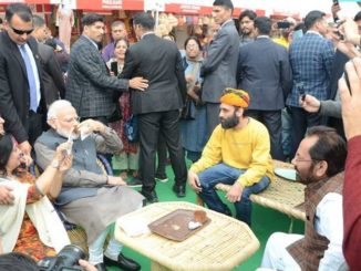 Prime Minister Narendra Modi today visited Hunar Haat at India Gate, where artisans and craftsmen from various parts of the country are participating.
