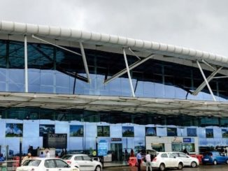 youth-lying-in-front-of-spice-jet-flight-at-madhya-pradesh-bhopal-airport