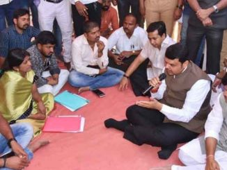 Devendra Fadnavis meets protesters of Maratha Andolan at Azad Maidan