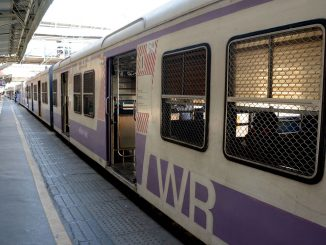 Coronavirus : Few passengers in Mumbai local train as people observe 'Janta Curfew'