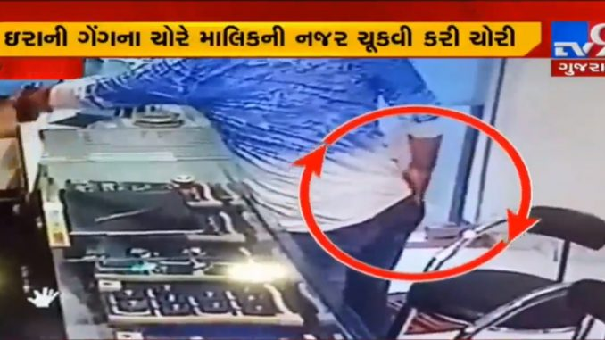 CCTV shows robbery worth Rs3.80L in Jewellery shop in Varachha, Surat