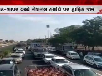 Rajkot witnesses traffic jam despite lockdown Rajkot ma lockdown ni vache traffic jam na darshyo sarjaya