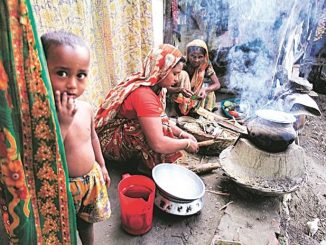 Daily wage earners face tough time during lockdown in Ahmedabad