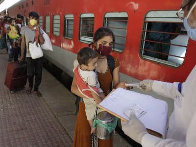 Railway Tickets Blackmailing Racket Busted in Surat Migrants suffer