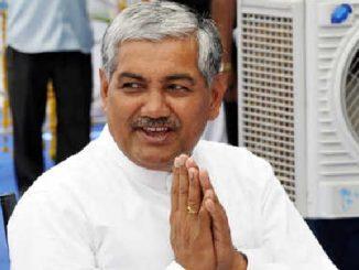 bjps-rc-faldu-casts-his-vote-for-rajya-sabha-election-rajyasabha-polls-ne-lai-matdan-ni-prakriya-sharu-r-c-faldu-e-pratham-matdan-karyu