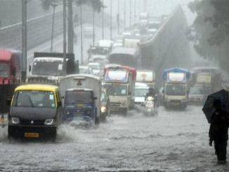 Rain In Maharashtra heavy-rain-in-mumbai-today-several-parts-waterlogged-heavier-rain-predicted-later Mumbai ma bhare varsad na lidhe anek vistar ma pani bharaya