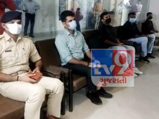 Surat police karmio dwara faraj sathe seva na aa kam mate pan aagal aavya