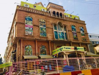 Ahmedabad: AMC sealed National Handloom at Law Garden over violation of social distancing norms AMC na solid west vibag ni karyavahi covid 19 ni guideline nu ulanghan karta National Handloom show room seal karayo