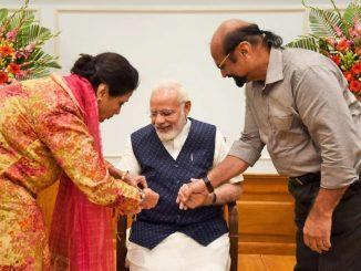 PM Modi's Pakistani sister sends him Rakhi, wishes him good health PM Modi na behan Kamar shaikh e post thi moklavi rakhdi desh mathi corona dur thay tevi kari kamna