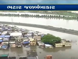 Heavy rain cripples Surat, Bhatar area turns Island, rain water enters Surat Bhatar vistar ma jalbambakar ni sthiti loko gar ma j purai rehva majbur