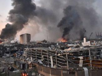 a-massive-explosion-in-the-lebanese-capital-beirut-video-is-going-viral-on-social-media Lebanon blast aatyar sudhi 73 loko na mot 3700 loko gayal