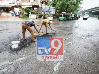 SMC workers start filling potholes in Surat Surat tantra dwara khada purva ni kamgiri ke dekhado?