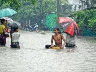 Heavy rain in Dwarka Kalyanpurs Raval village turns island