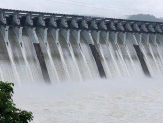 10 gates of Narmada dam opened as water level rises to 130 meters