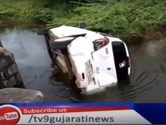 Babra BJP chiefs met an accident car falls off bridge Amreli