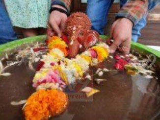 In Surat, people did Ganpati dispersal at home, prayed to remove corona