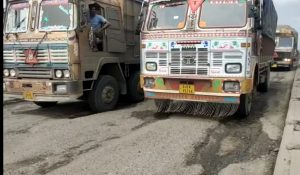 Chakkajam for 10 km on Bharuch National Highway, hundreds of vehicles forced to stand in line for 3 to 4 hours