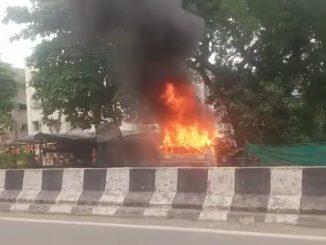 Bharuch: Maktampur road upar car ma aag fati nikdi fatna na pagle chakajam na darshyo sarjaya