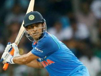 Dhoni is like a cobra, he quietly waits for the opponent's mistake: Dean Jones