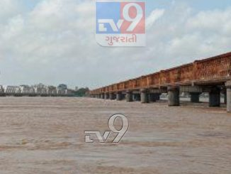 Enough water to supply Gujarat for 178 days, flooded in Ghodapur of Narmada