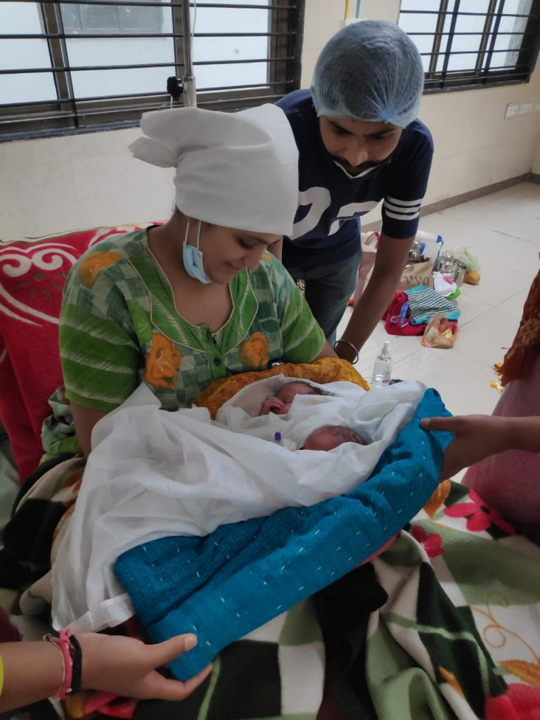Himatnagar: Corona positive garbhvati mahila e jodia balako ne aapyo janm