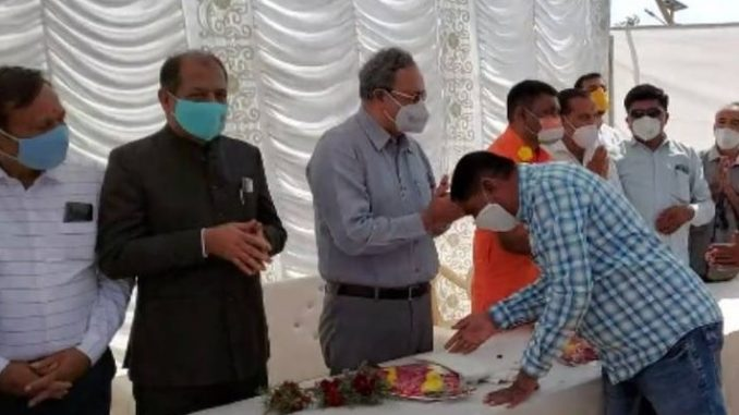 Botad : Social distancing norms flouted at Energy minister Saurabh Patel's event